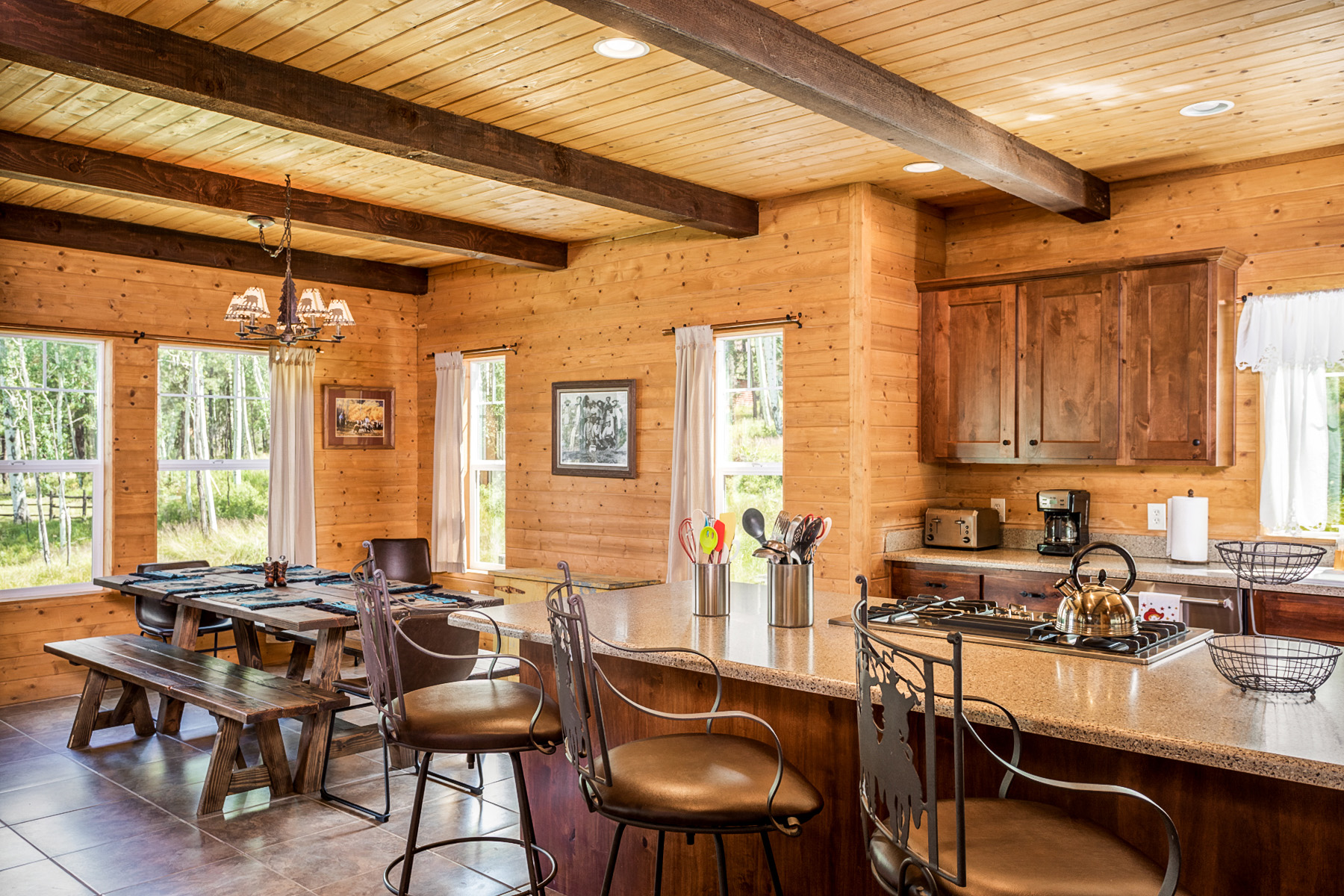 Real estate photography services - residential kitchen and dining room